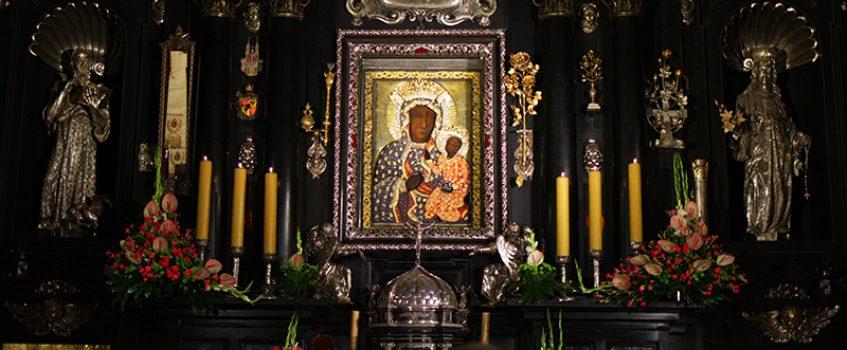 JASNA GÓRA: Duchowi pielgrzymi czuwali nocą przy obrazie Matki Bożej [GALERIA]