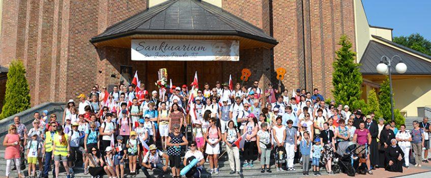 KROSNO: Grupa św. Jana rozpoczęła pielgrzymkę w Sanktuarium św. Jana Pawła II